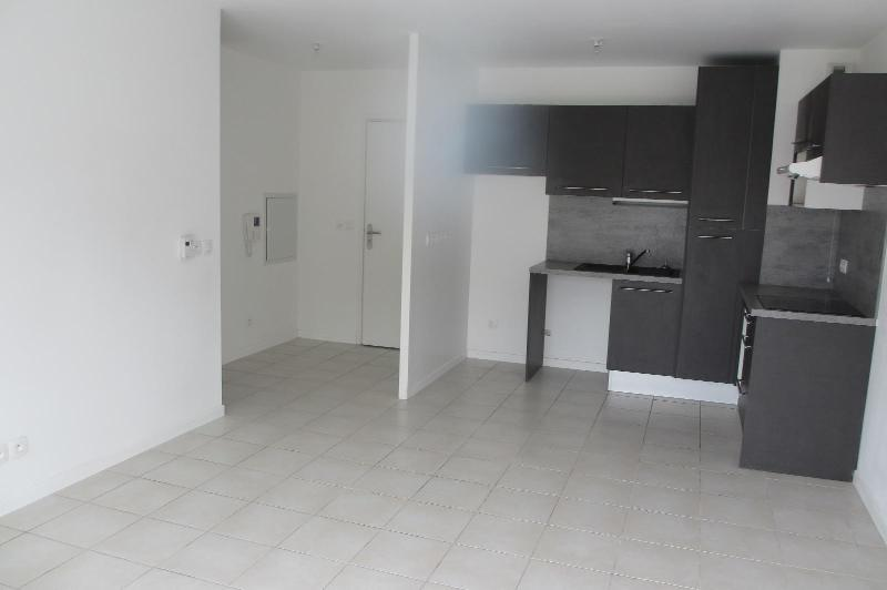 letting flat in BAYONNE - 730 / month