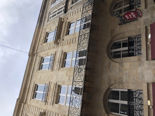 letting flat in BORDEAUX - 2 200 / month