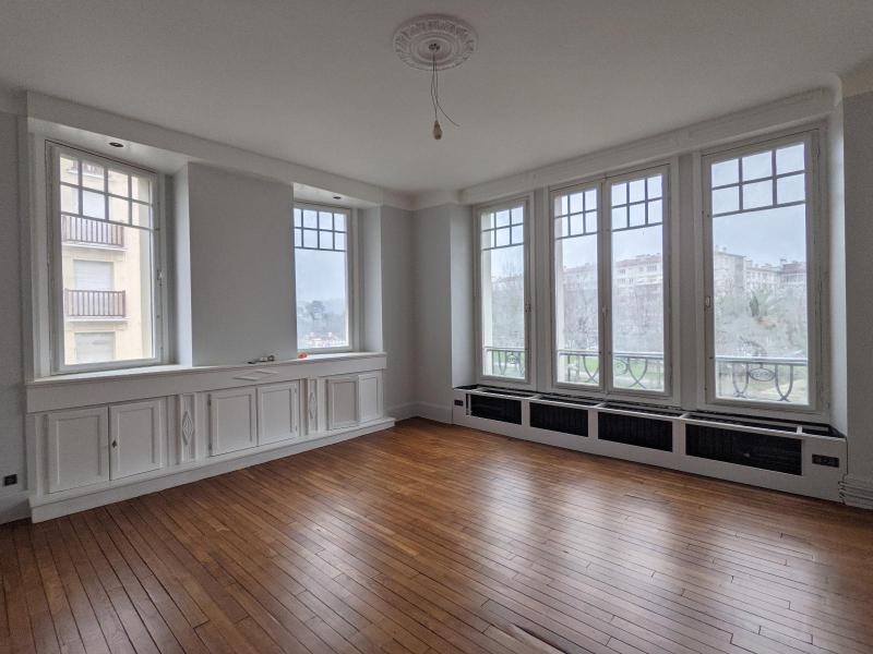 letting flat in BAYONNE - 2 350 / month